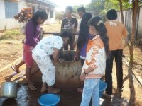 Students_are_taking_water_from_the_well
